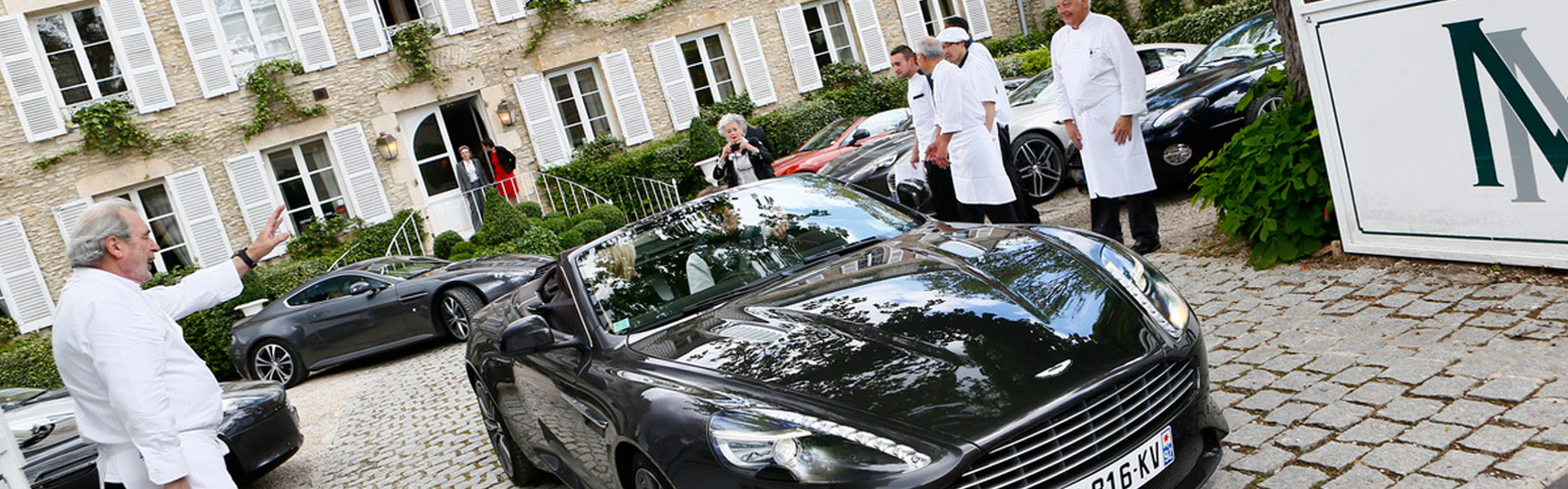 Le chef Marc Meneau accueille le rallye Aston Martin à l'Espérance